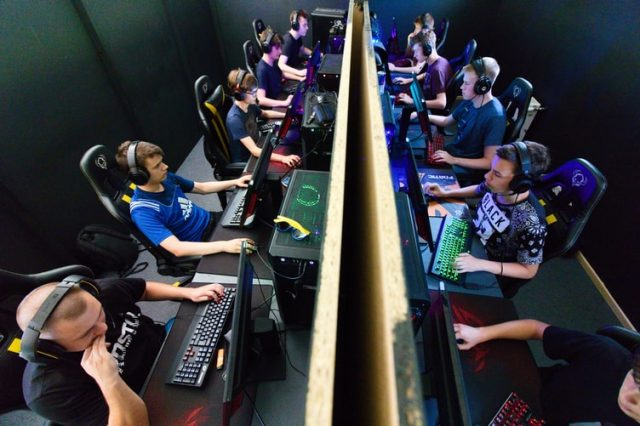 Steamers vs. eSports Pros: 5 Main Differences